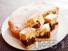 Рецепта Шарен сладкиш / кекс с прясно мляко и какао поръсен с пудра захар